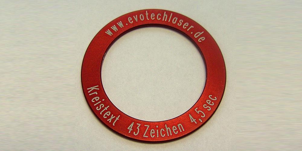 Kreistext auf eloxiertem Aluminium durch Lasergravur